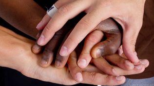 Soziale Verantwortung: Händer ineinander verschlungen