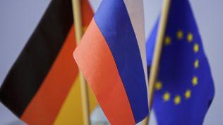 Deutsche, russische und europäische Flagge