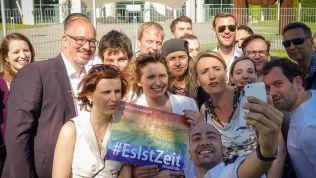 Demonstration vor dem Kanzleramt. Bildrechte: Change.org