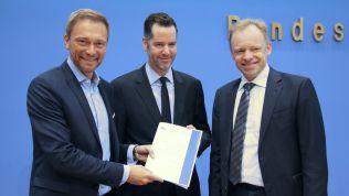 Christian Lindner, Christian Dürr und Clemens Fuest stellen das ifo-Gutachten vor