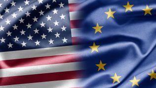 US-Flagge und europäische Flagge