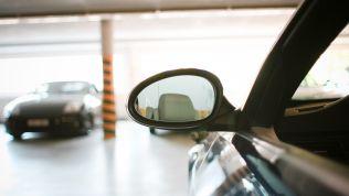 Auto im Parkhaus