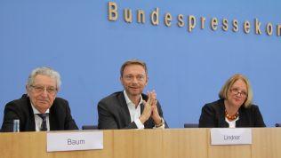 Gerhart Baum, Christian Lindner und Sabine Leutheusser-Schnarrenberger vor der Bundespressekonferenz