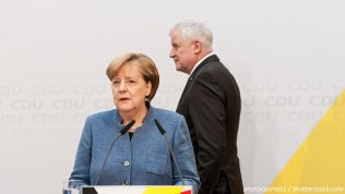 Angela Merkel und Horst Seehofer. Bild: photocosmos1 / Shutterstock.com
