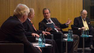 Klaus Kinkel auf einer Veranstaltung mit Hans-Dietrich Genscher