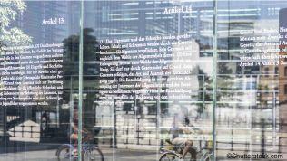 Grundgesetz-Tafeln vor dem Reichstag