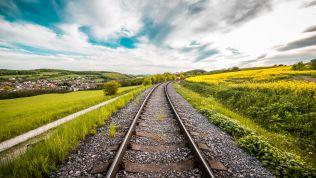 Bahn-Schiene