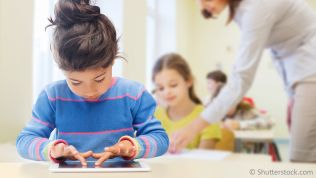 Schülerin, digitale Bildung