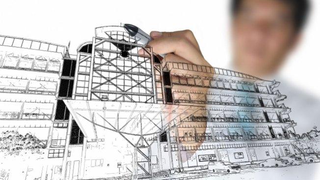 Architekt bastelt an Wohnhausmodell