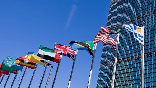 Fahnen vor der UN