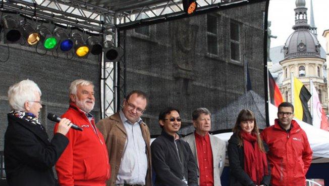 Auf der Hauptbühne gab es später noch eine Vorstellung der Stiftungsgruppe vor großem Publikum