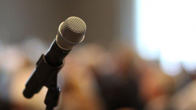 Mikrofon: Diskutieren Sie über Mikrokredite in der Entwicklungshilfe!