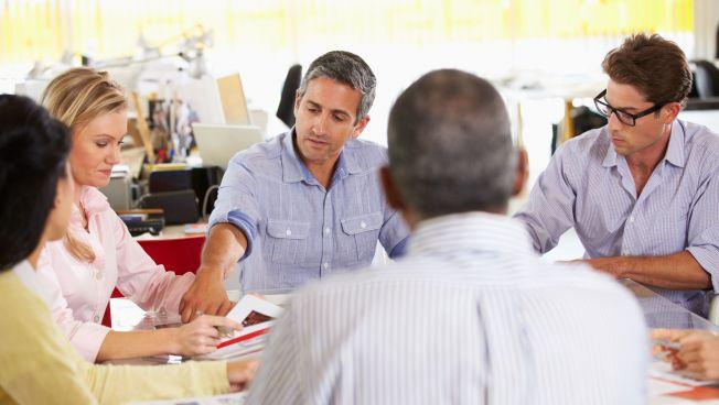 Menschen bei einer Besprechung