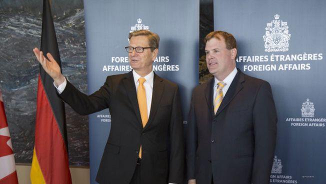 Guido Westerwelle und der kanadische Außenminister John Russell Baird