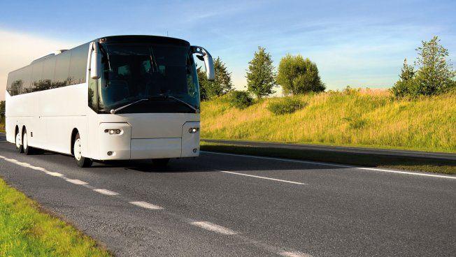 Bus auf Autobahn