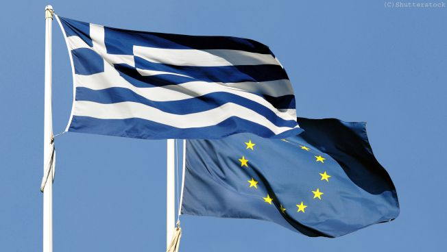 Griechische Flagge und EU-Flagge