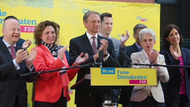 Im Thomas-Dehler-Haus ist die Wahlparty in vollem Gange