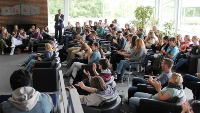 Die Schüler im Archiv des Liberalismus in Gummersbach