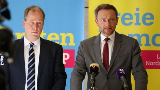 Joachim Stamp und Christian Lindner präsentieren den Gesetzentwurf in Düsseldorf