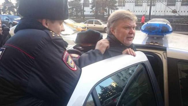 Sergej Mitrochins Verhaftung. Bild: Stiftung für die Freiheit Moskau