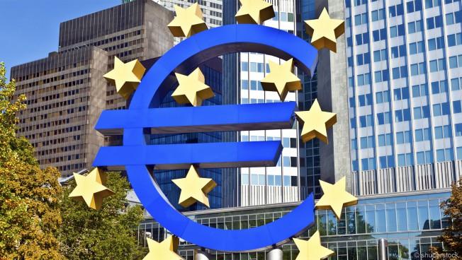 Eurozeichen vor der EZB in Frankfurt