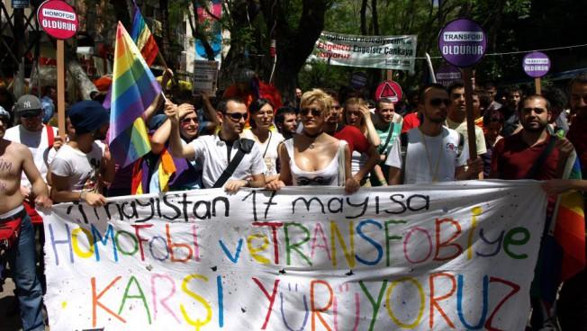 Türkische LGBTI-Gruppen demonstrieren gegen Diskriminierung. Bild: Kaos