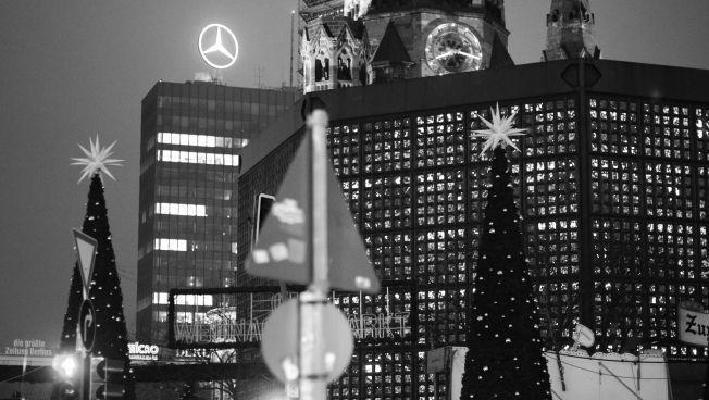 Der Weihnachtsmarkt neben der Kaiser-Wilhelm-Gedächtniskirche