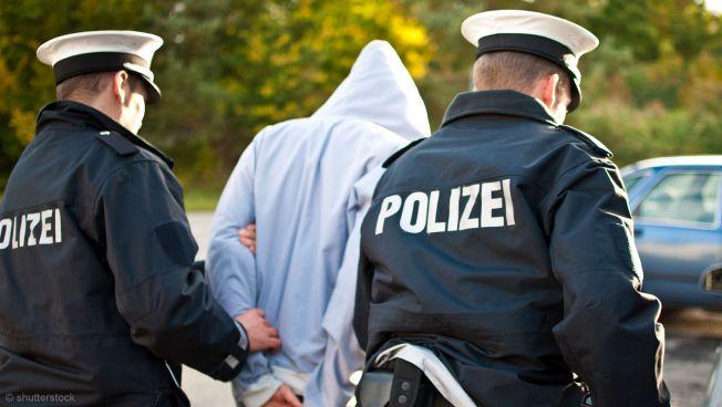 Polizei verhaftet Person