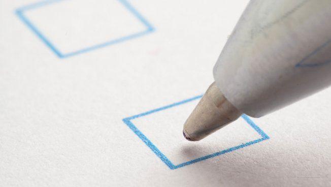 Wahlzettel mit Kugelschreiber