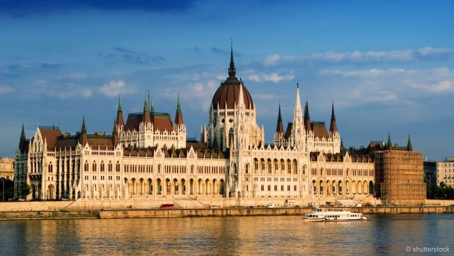 Das ungarische Parlament am Ufer der Donau