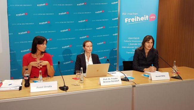 Assol Urrutia, Frauke Brosius-Gersdorf und Annett Witte
