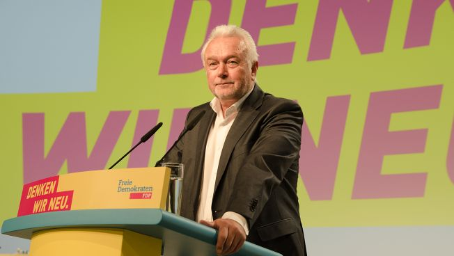 Wolfgang Kubicki spricht auf dem Bundesparteitag