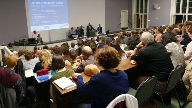 Auf Einladung der Stiftung diskutierten 300 Menschen über Strategien gegen den Rechtsextremismus. Bild: FNF