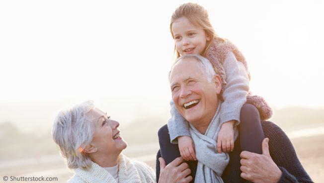 Großeltern mit Kind