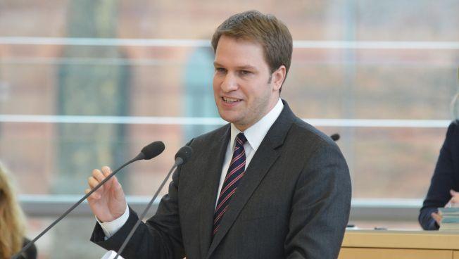 Christopher Vogt spricht im schleswig-holsteinischen Landtag