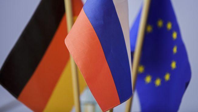 Deutschland-Russland-EU-Flaggen