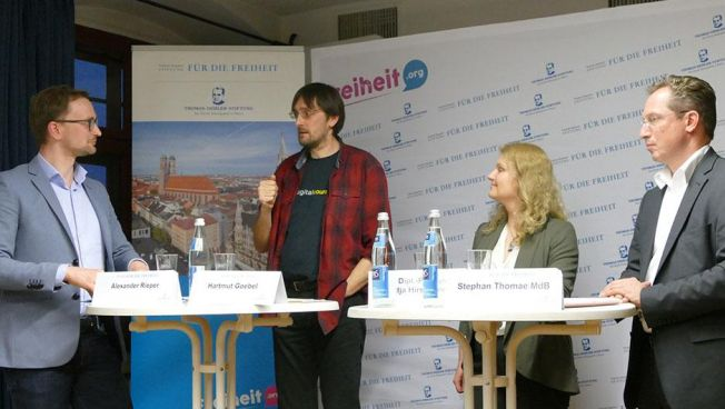 Nadja Hirsch MdEP, Stefan Thomae MdB und Hartmut Goebel von Digitalcourage.
