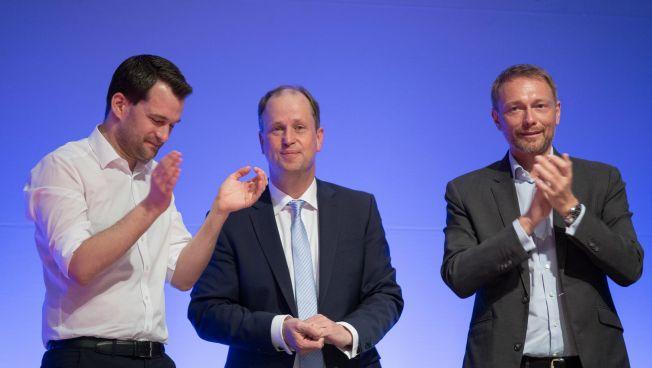 Johannes Vogel, Joachim Stamp und Christian Lindner beim Landesparteitag. Bild: FDP NRW