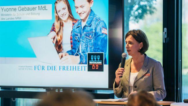 """Yvonne Gebauer spricht bei der Veranstaltung """"Inside Digital Learning"""""""