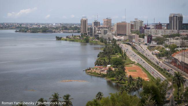 Die ivorische Großstadt Abidjan. Bild: Roman Yanushevsky / Shutterstock.com