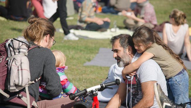 Flüchtlinge beim Willkommenspicknick