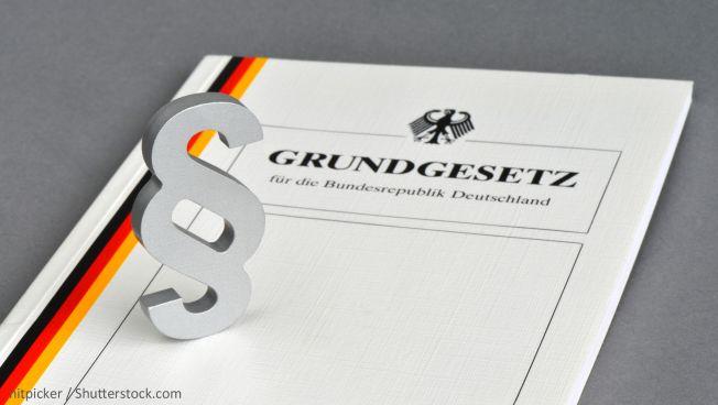 Sabine Leutheusser-Schnarrenberger ruft zum Schutz der Werte des Grundgesetzes auf. Bild: nitpicker / Shutterstock.com