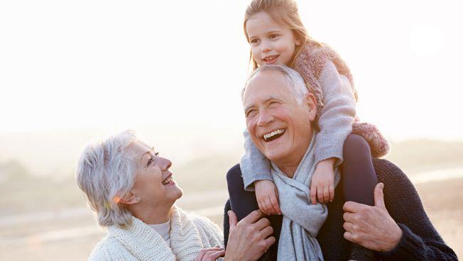 Senioren mit Enkelin