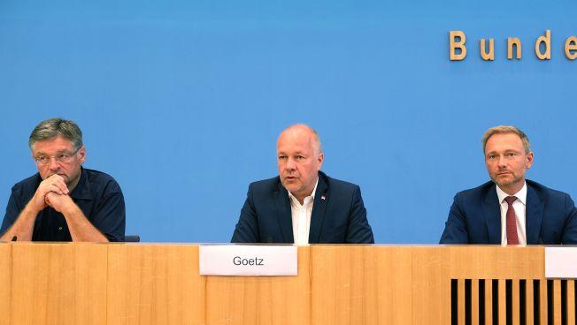 Holger Zastrow, Spitzenkandidat in Sachsen, Hans-Peter Goetz, Spitzenkandidat in Brandenburg, und FDP-Chef Christian Lindner
