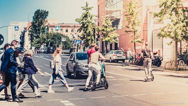 Menschen im Straßenverkehr