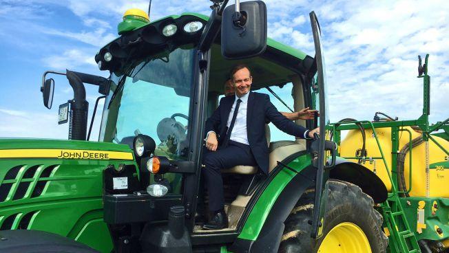 Wissing auf Traktor