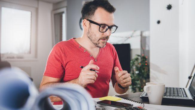 Freelancer, Mann, Unterlagen