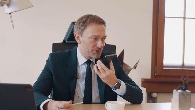 Christian Lindner am Telefon