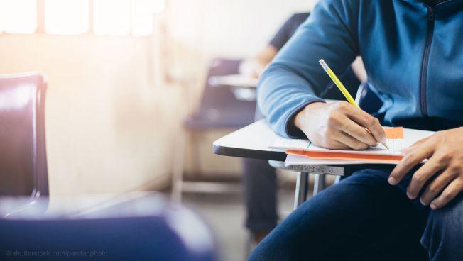 Student am Schreibtisch