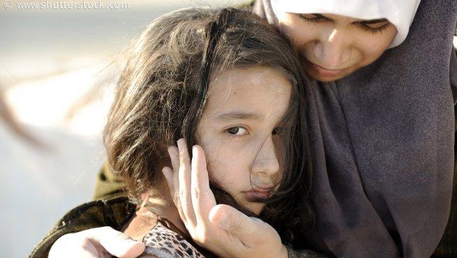 Flüchtlinge, Mädchen mit Mutter